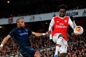'Họa vô đơn chí', Arsenal tìm thấy hậu vệ trái 'trong mơ'