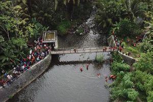 Indonesia: 10 nữ sinh thiệt mạng do lũ cuốn, tạm giam hướng đạo sinh