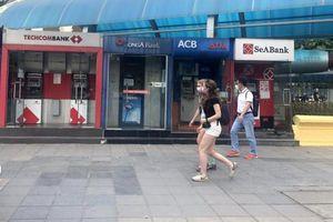 Hà Nội: ATM thờ ơ phòng dịch, khách lo nhiễm Covid-19