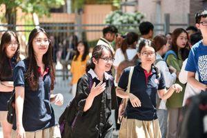 Giáo viên, học sinh 'thở phào' khi thời gian thi THPT quốc gia lùi đến cuối tháng 7
