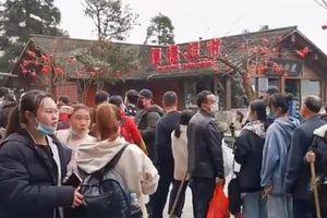 Du khách chật kín khu thắng cảnh bất chấp dịch Covid-19 đang hoành hành tại Trung Quốc