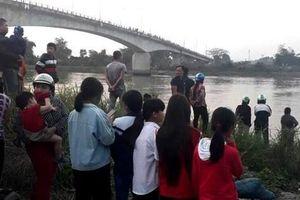 Vừa đến trụ sở xã làm thủ tục ly hôn, người phụ nữ tỉnh Hải Dương nhảy cầu tự tử