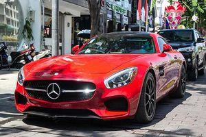 Mercedes-AMG GT-S hơn 9 tỷ, 'màu độc' trên phố Sài Gòn