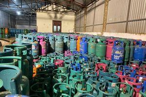 Hà Nội: Bắt quả tang nhóm đối tượng san chiết gas trái phép
