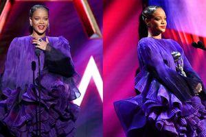 Rihanna tiếp tục khẳng định 'Classic Blue' không phải là màu sắc của 2020