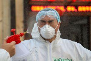Y bác sĩ TQ trả giá bằng sinh mạng trong cuộc chiến với virus corona
