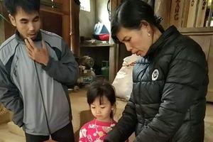 Nỗi lòng của thầy cô vùng rừng núi Nghệ An đưa bài tới tận nhà cho học sinh