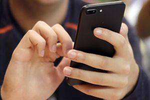 Dùng điện thoại, máy tính mỗi ngày, nhớ kĩ 4 mẹo này để không hại mắt