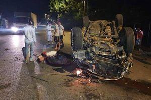 Tông vào gốc cây, ô tô lật ngửa khiến 1 người chết, 6 người bị thương