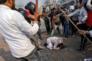 Thủ đô New Delhi bị nhấn chìm trong bạo loạn và đụng độ, hàng chục người chết