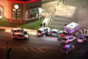 Cảnh sát Mỹ truy đuổi xe cứu thương bị đánh cắp sau vụ nổ súng