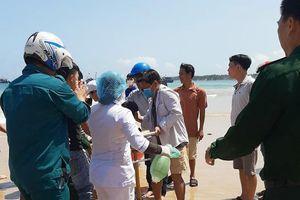 Cứu ngư dân Quảng Ngãi bị tai biến bất tỉnh trên thuyền thúng