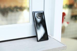 Cận cảnh Vivo Apex 2020: không viền, camera ẩn dưới màn hình, chống rung gimbal