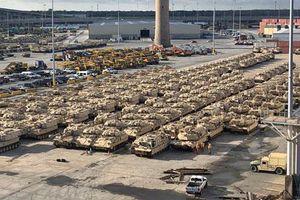 'Phát hoảng' với 'rừng' xe bọc thép Mỹ tập kết ở biên giới Nga để tập trận với NATO