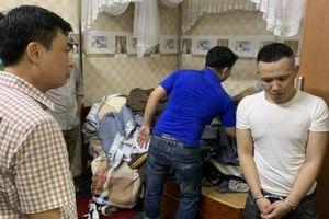 Gần 100 cảnh sát bao vây tụ điểm cung cấp ma túy ở Quảng Bình
