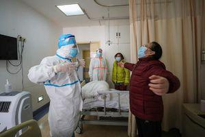 Bác sĩ tuyến đầu ở Vũ Hán: 'Bệnh nhân của chúng tôi chính là anh hùng'