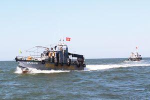 Đồng hành cùng ngư dân giữa trùng khơi