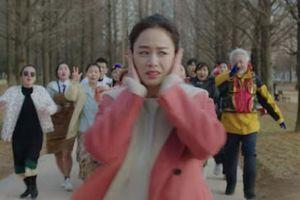 Phim mới của Kim Tae Hee tạm ngừng quay vì nhân viên nghi nhiễm Covid-19