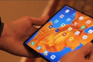 Ngắm smartphone màn hình gập Mate Xs 2.700 đôla của Huawei