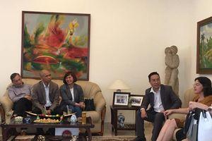 Đại sứ đặc mệnh toàn quyền Cuba mừng thành công đoàn xuất bản VN