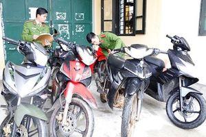 Trộm 19 xe máy ở cơ quan công quyền