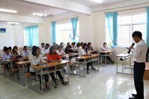 Ninh Thuận: Học sinh THPT trở lại trường học