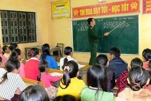 Lớp học đặc biệt của thầy giáo quân hàm xanh