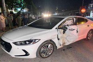 Va chạm xe máy với ô tô lúc nửa đêm, 2 thiếu niên tử vong