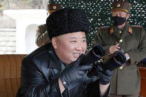 Lãnh đạo Triều Tiên Kim Jong-un thị sát cuộc diễn tập pháo binh tầm xa