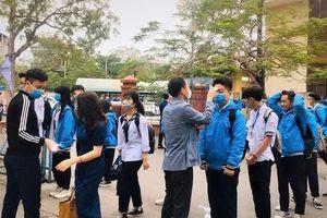 Học sinh hào hứng trở lại trường sau thời gian tạm nghỉ