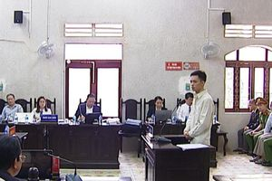 Lại 'nóng' chuyện luật sư bị buộc rời phòng xử