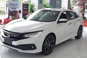 Honda Civic giảm giá 'kịch sàn' khiến Mazda 3, Kia Cerato, Hyundai Elantra 'lo sốt vó'