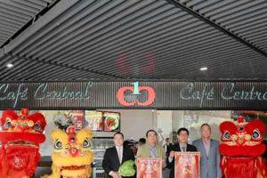 Khám phá phong vị ẩm thực đa dạng độc đáo của Café Central giữa trung tâm Chợ Lớn