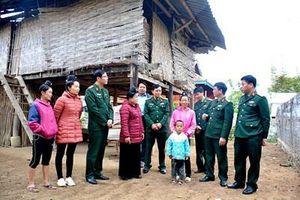 Bệnh viện Quân Y 105 trao 80 triệu đồng hỗ trợ xây nhà tặng hộ nghèo ở Điện Biên