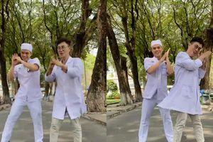 'Ghen Cô Vy' phiên bản siêu dễ thương của 2 bác sĩ Bệnh viện Nhi Đồng 2