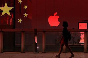 Apple, Microsoft mắc kẹt vì 'made in China'