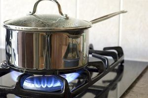 Biết điều này bạn có thể tiết kiệm 50% lượng gas khi nấu ăn, vì hiện hàng trăm người Việt vẫn dùng sai cách