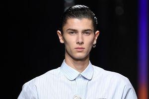 Hoàng tử Đan Mạch bỏ nghề người mẫu dù được hãng Dior ưu ái?