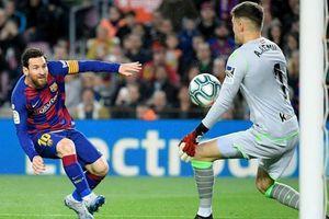 Messi ghi bàn, Barcelona thắng chật vật để chiếm ngôi đầu