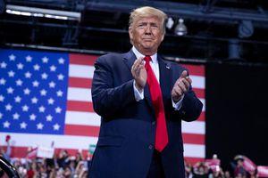 Tổng thống Trump dự hội nghị cùng người nhiễm Covid-19