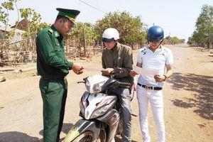 Nâng cao ý thức chấp hành pháp luật về giao thông cho quân và dân biên giới