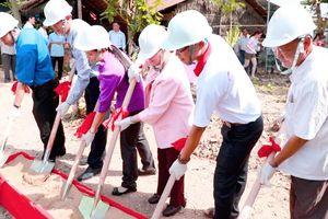 Người dân xã Hòa Tịnh dự lễ động thổ dự án cầu thiện nguyện Trái Tim Việt