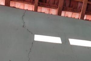 Nhà nứt, mái thủng vì doanh nghiệp nổ mìn