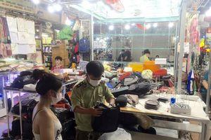 Kiểm tra đột xuất Saigon Square, nhiều sạp đóng cửa