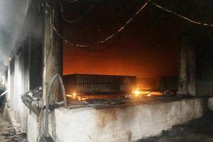 Dập tắt đám cháy ở trại lợn giống Tâm Niệm