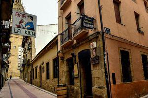 Hình ảnh các vùng dịch ở Tây Ban Nha 'cửa đóng then cài' phòng Covid-19