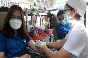 Người dân Hóc Môn hăng hái hiến máu trong mùa dịch COVID-19