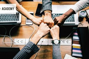 Ảnh hưởng của tính cách chủ động đến khả năng thích ứng của cán bộ quản lý