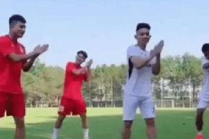 Hồng Duy và hội cầu thủ HAGL nhảy 'Ghen Cô Vy' cực khéo, góp tiếng nói kêu gọi cộng đồng bảo vệ bản thân trước Covid-19