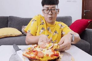 Sau pizza bánh chưng, lại đến pizza… mì tôm được các vlogger 'lăng xê', sắp trở thành hot trend?